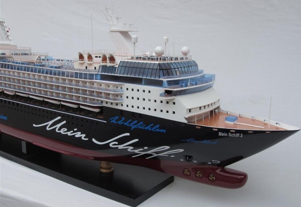 tui mein schiff 3 schiffsmodell in vitrine schiffsmodell modellschiffe schiffsmodelle. Black Bedroom Furniture Sets. Home Design Ideas